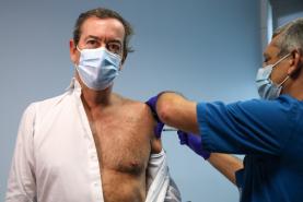 """Covid-19: Bastonário da Ordem dos Médicos apela a portugueses para que """"não tenham medo de se vacinar"""""""