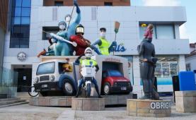 Covid-19: Monumento ao Carnaval de Torres presta homenagem aos profissionais da linha da frente