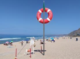 Comportamentos estão a mudar mas o plástico ainda não desapareceu das praias