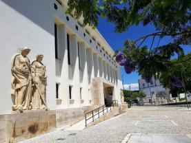 Dois homens acusados por assaltos a casas de câmbio em Torres Vedras e Santarém