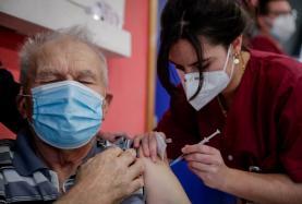 Covid-19: Intervalo entre toma de doses da vacina da Pfizer sobe para 28 dias