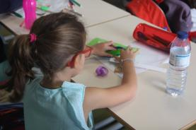 Investigadores: alunos devem ser incentivados a ler e escrever através da produção de textos na escola