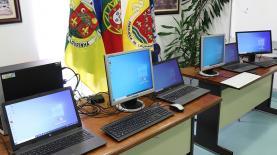 União de Freguesias da Lourinhã e Atalaia emprestou equipamento informático a alunos carenciados