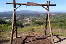 Cadaval: Junta de Freguesia de Alguber implementa miradouro-baloiço na Serra de Todo-o-Mundo