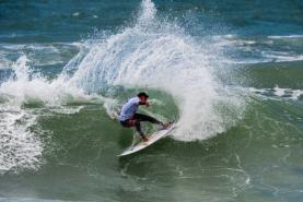 Surfistas de volta à água no 'Pro Santa Cruz presented by Noah Surf House'